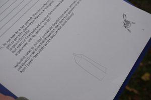 """Zeichnung eines Obelisken auf dem """"Aufgabenblatt"""""""