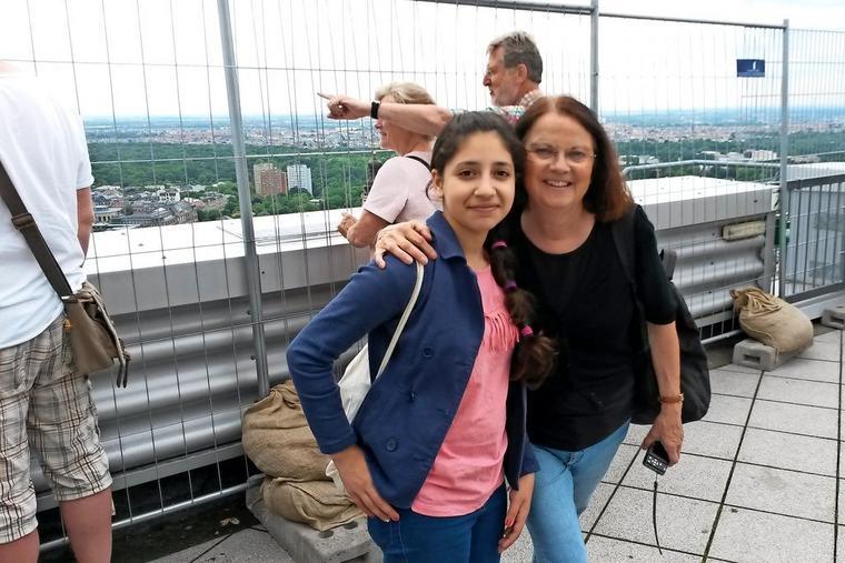 Habiba und Petra auf dem Uniriesen